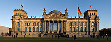 klein_220px-Reichstag_building_Berlin_view_from_west_before_sunset