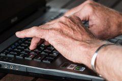 Die Erwerbstätigenquote der über 60jährigen steigt seit 2012 kontinuierlich an.